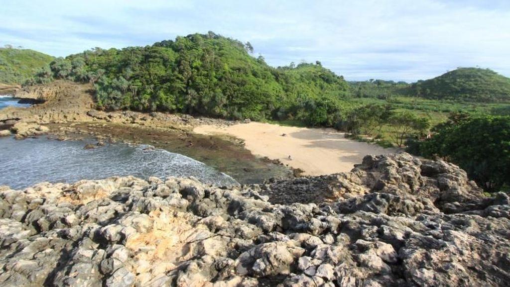Pantai Cantik Di Malang Itu Namanya Watu Leter