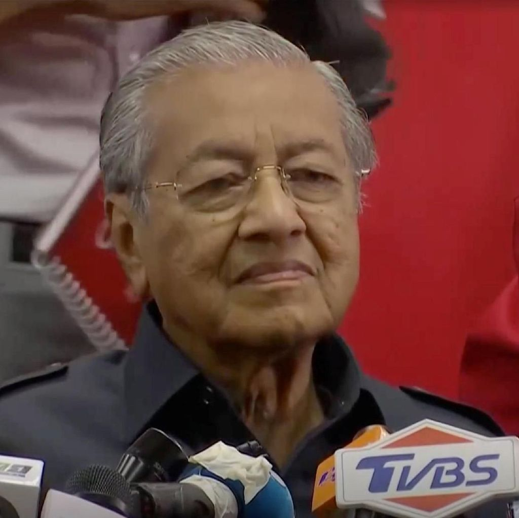 Mahathir Umumkan Gaji Menteri Dipangkas 10 Persen