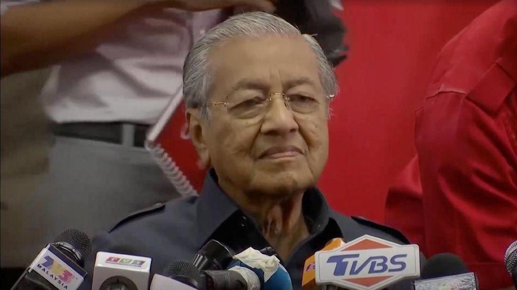 Mahathir Batalkan Proyek Kereta Cepat KL-Singapura