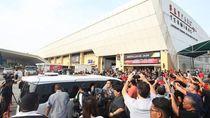 Warga Heboh Tunggu Najib di Bandara, Polisi Imbau Bubar