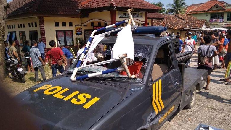 Polsek Bayah Banten Diserang Warga, Mobil Patroli Dirusak