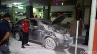 Mobil Seorang Dokter Terbakar Saat Diparkir