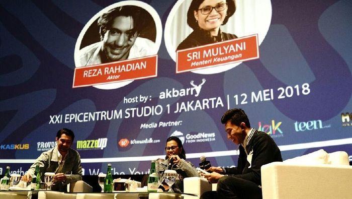 Menkeu Sri Mulyani dan aktor Reza Rahadian/Foto: Dok. Kementerian Keuangan