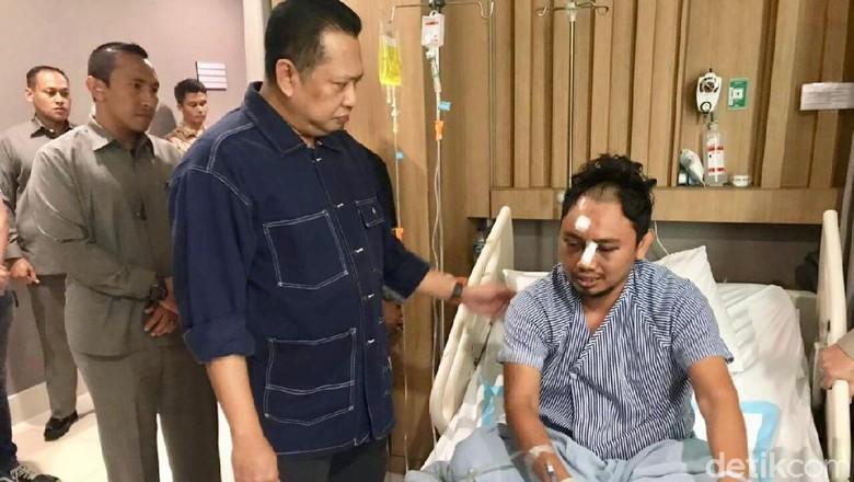 Besuk ke RS Polri, Ketua DPR Puji Bripka Iwan Sarjana
