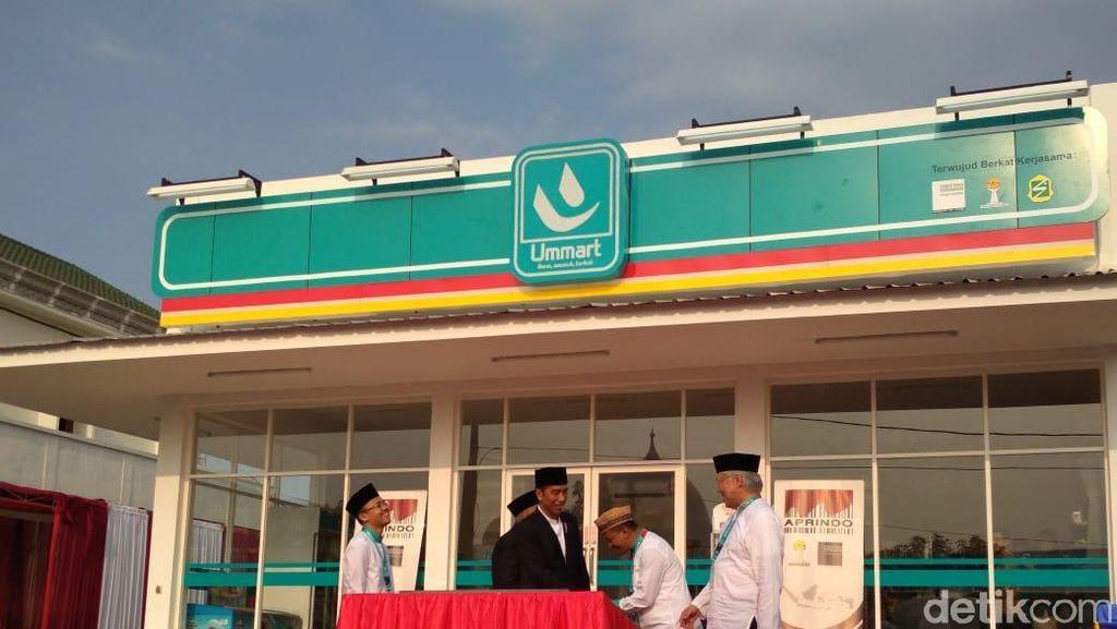 Pakai Sarung, Jas, dan Peci, Jokowi Resmikan Umat Mart