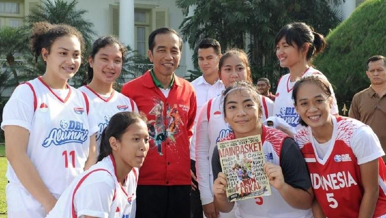 Ketika Presiden Jokowi Ladeni Tim Basket Muda di Istana