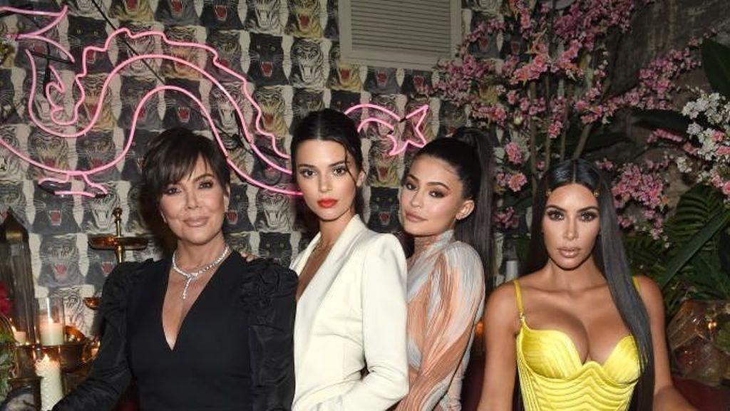 Duh, Kendall Sebut Kylie Jenner Bodoh