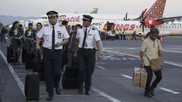 Bandara Adisutjipto, Sleman, DI Yogyakarta, dibuka kembali pascaletusan Merapi, Jumat (11/5).