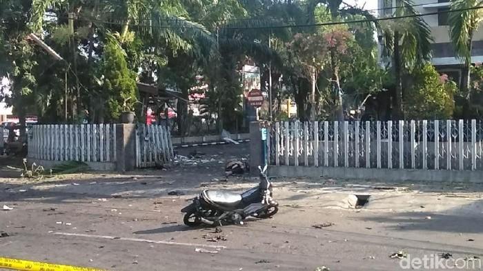 foto ledakan bom di gereja ngagel