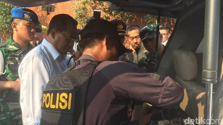 Usai Teror Bom Surabaya, Menhub Cek Bandara Soetta