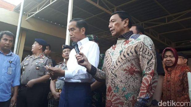 Jokowi didampingi Wiranto saat jumpa pers soal bom Surabaya/