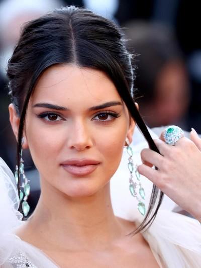 Kendall Jenner kembali memilih gaun menerawang di Cannes. (Foto: Pascal Le Segretain/Getty Images)