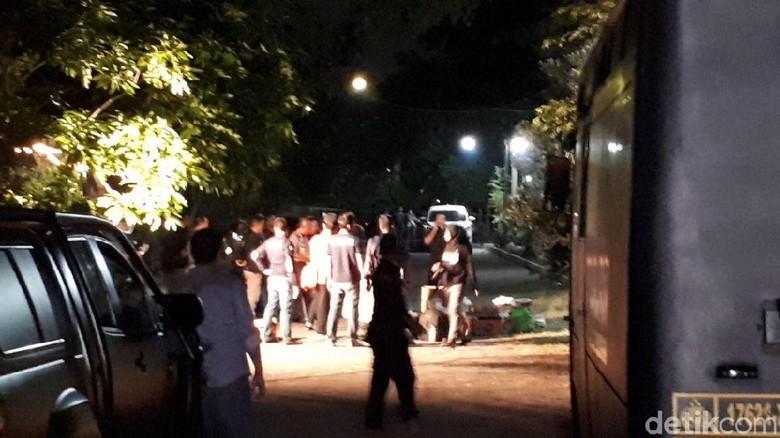 Geledah Rumah Pengebom Gereja Surabaya, Polisi Temukan Panah