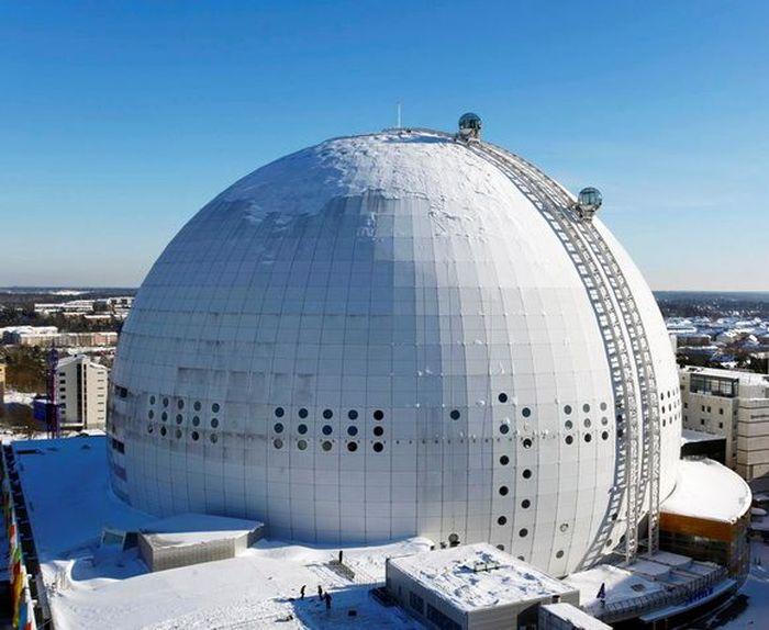Globen Skyview di Swedia, adalah lift gondola berbentuk bola terbesar di dunia dan membutuhkan dua setengah tahun untuk membangunnya. Istimewa/theworldgeography.com