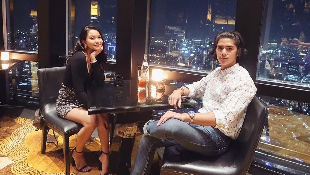 Gaya Keren Kekasih Al Ghazali Saat Kulineran di Paris hingga Bali