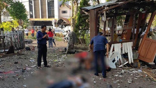 Korban bom Surabaya bergelimpangan/