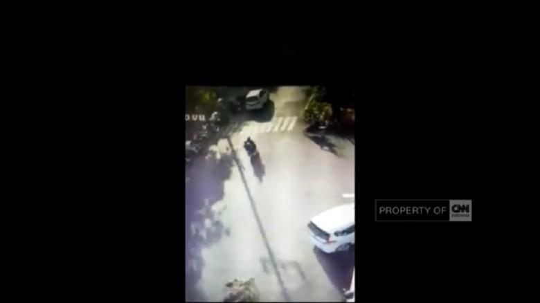 Terekam CCTV, Begini Momen Pelaku Ledakkan Bom Gereja di Surabaya