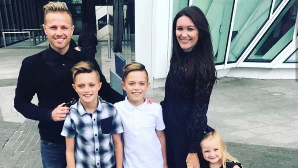 Potret Kehangatan Nicky Byrne Westlife Bersama Keluarganya