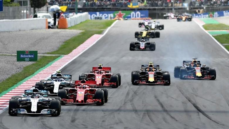 Hamilton Juara, Mercedes 1-2