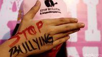 Salah Kaprah Siswa SMP Bully Guru di Sekolah