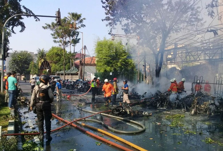 Polisi Sita HP Kepala Sekolah yang Diduga Sebar Hoax Bom Surabaya