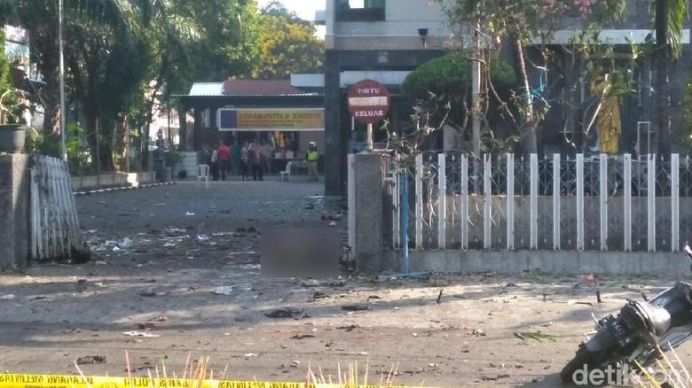 Pelaku Bom Bunuh Diri Terobos Gereja Santa Maria Naik Motor