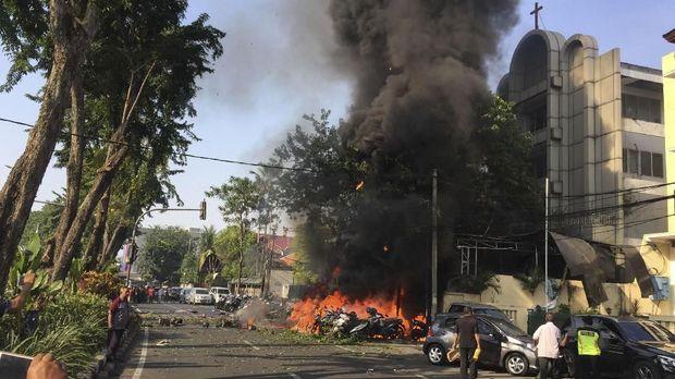 Ledakan akibat serangan teroris di Gereja Pantekosta Pusat Surabaya (GPPS), Surabaya, Jawa Timur, Minggu (13/5).