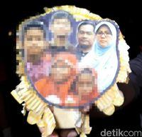 Polisi Tunjukkan Foto Keluarga Pengebom Gereja di Surabaya