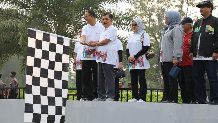 Foto: Wakil Presiden Jusuf Kalla (JK) membuka parade bertajuk Parade Menuju 100 Hari Asian Games. (Dok. Setwapres)