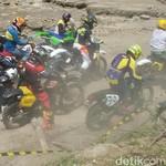 Seru! Ratusan Motor Trail Tua Unjuk Kekuatan di Sirkuit Bantul
