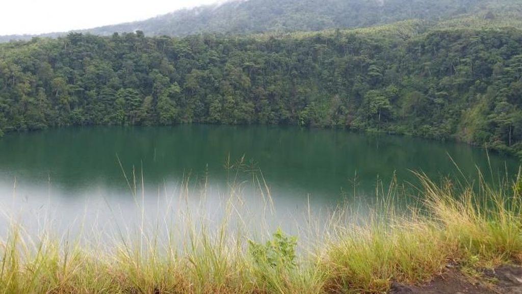 Danau di Ternate yang Penuh Mitos
