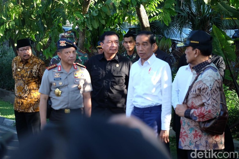 3 Gereja Surabaya Dibom, Jokowi: Bongkar Teroris Sampai ke Akar!