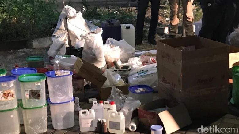 Ngeri! Total Bom dari Rumah Teroris Surabaya dan Sidoarjo 1 Truk