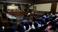 Namun, DPRD Lampung Tengah disebut meminta adanya fee yang diduga KPK sebesar Rp 1 miliar untuk mendapatkan persetujuan atau tanda tangan surat pernyataan tersebut. Permintaan itu disamarkan lewat kode cheese.