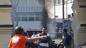 Video Polisi Selamatkan Bocah di Lokasi Ledakan Pol   restabes