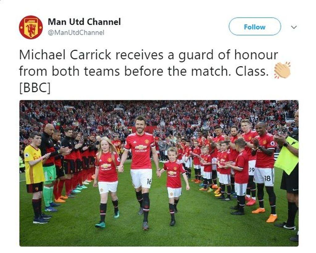 Dalam laga terakhirnya sebagai pemain bersama Manchester United, Carrick mendapat guard of honour. Naik dari timnya maupun dari pihak lawan, yaitu Watford. (Foto: Twitter)