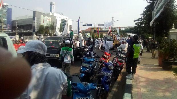 FPI konvoi sambut ramadhan di jalan margonda depok