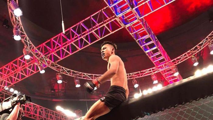 Adi Paryanto menangi kelas strawweight di Brave Indonesia (instagram @bravemmaf)
