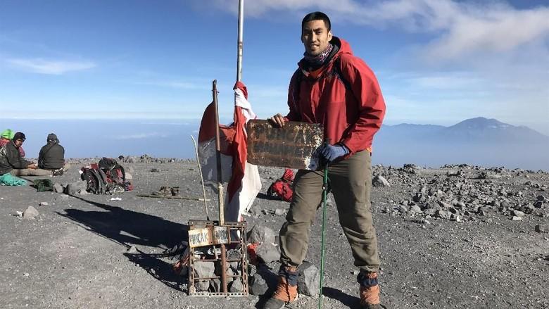 Usai Juara IBL, Christian Ronaldo Muncak di Gunung Semeru