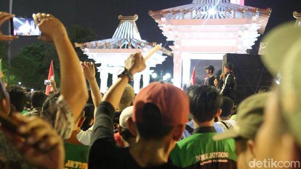 Aksi Lawan Teroris, Nyalakan Lilin Hingga Donor Darah