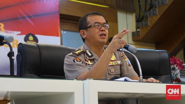 Kabid Humas Polda Jatim Kombes Frans Barung Mangera menyebut ada evaluasi pengamanan pejabat di Jatim.