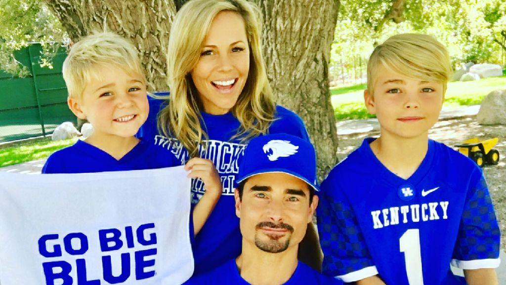 Potret Manis Kevin Backstreet Boys Bersama Keluarga