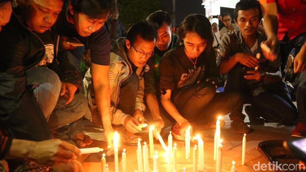 Aksi Bersatu Lawan Teroris, Nyalakan Lilin Hingga Donor Darah