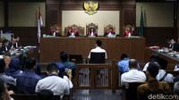 Kasus ini berawal dari rangkaian operasi tangkap tangan (OTT) yang dilakukan KPK berkaitan dengan pinjaman daerah APBD Lampung Tengah 2018. Bermula dari kebutuhan Pemkab Lampung Tengah akan pinjaman daerah berupa surat pernyataan yang harus ditandatangani dengan DPRD Lampung Tengah.