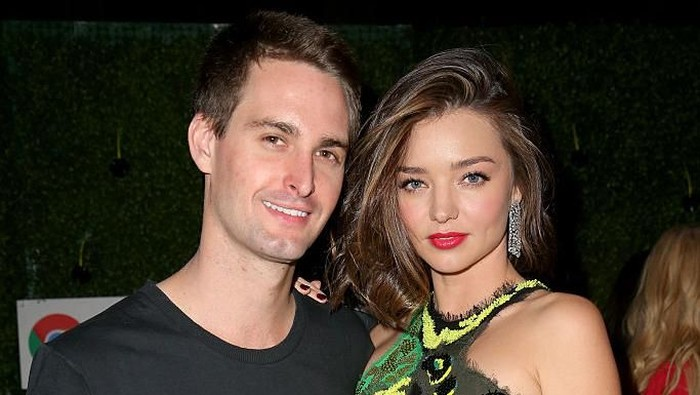 CEO Snapchat Evan Spiegel dan istrinya Miranda Kerr. Foto: Getty Images