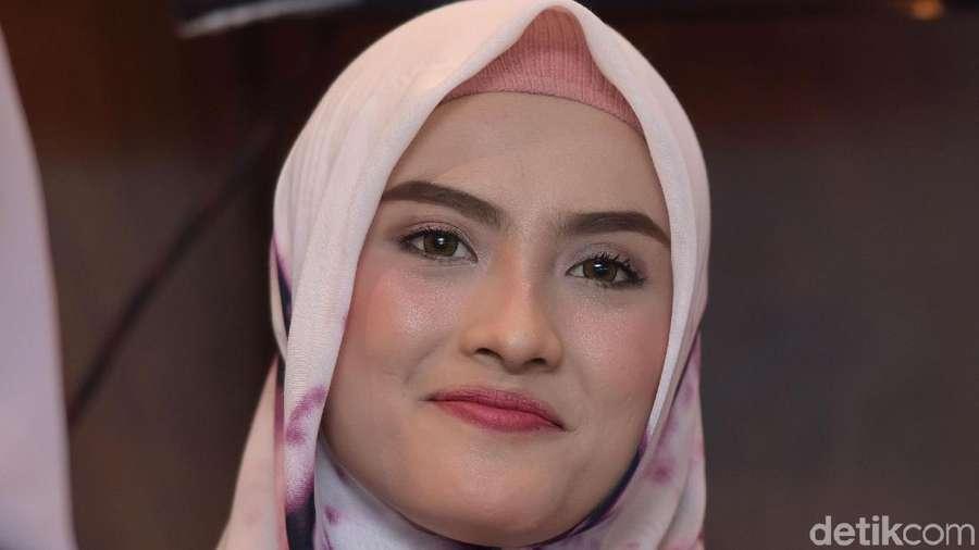 Ademnya Lihat Senyum Erra Fazhira