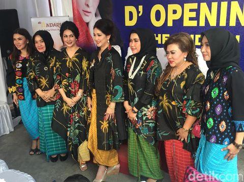 Diana Pungky saat pembukaan Andaru di Cilegon, Banten.