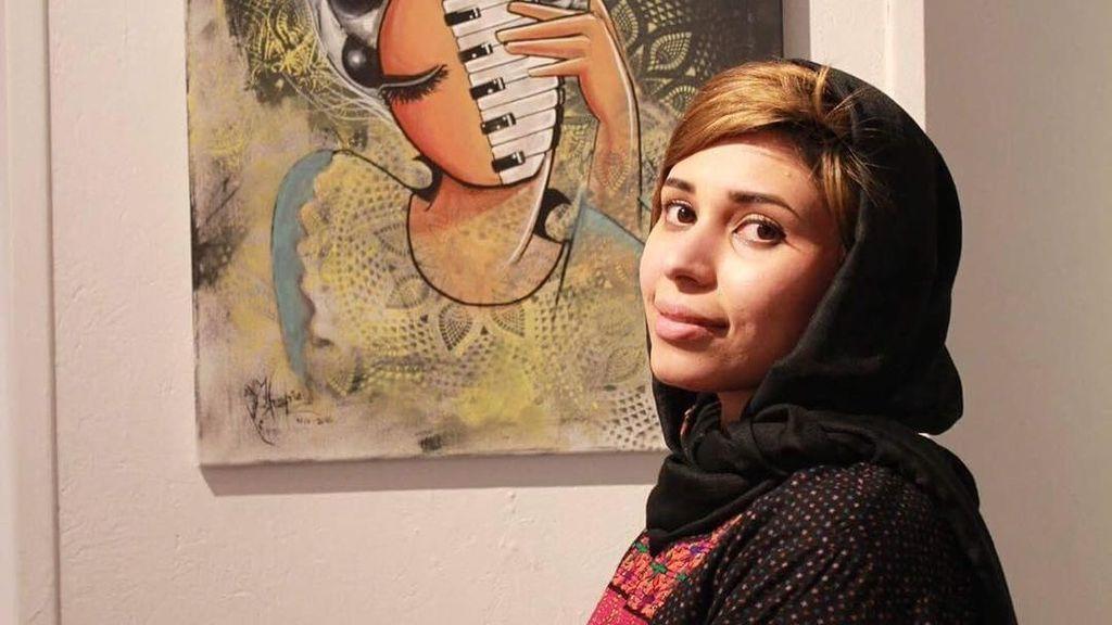 Menyentuh, Hijabers Ini Buat Graffiti Anti-Perang di Afghanistan