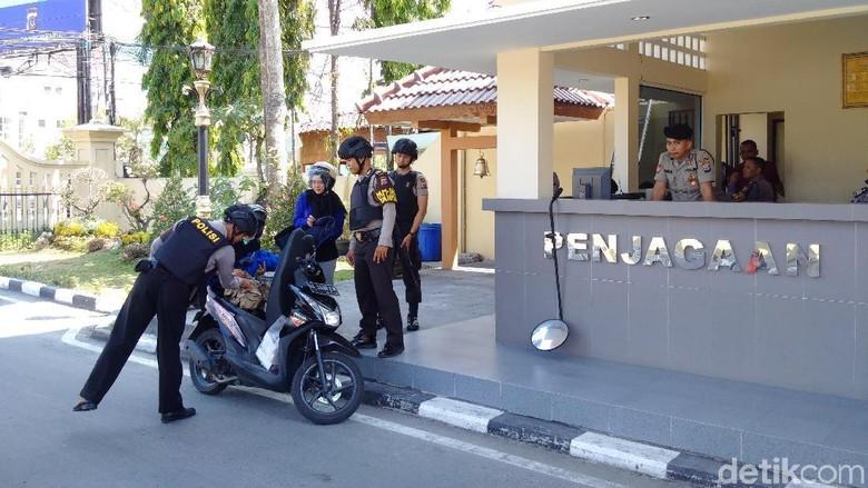 Semua Kantor Polisi Diperketat, Polda DIY: Maaf Pelayanan Agak Lama
