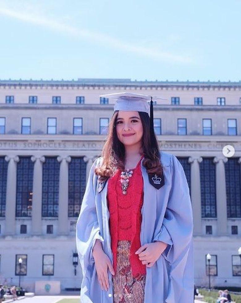 Tasya Kamila baru saja menyelesaikan program magister di bidang studi Administrasi Publik di Columbia University. (Dok. Instagram/tasyakamila)